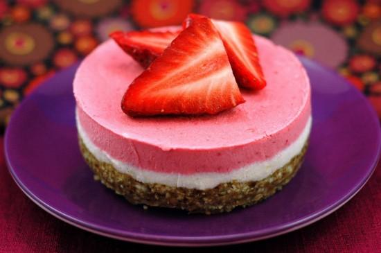 Raw Strawberry Cake No Nuts Recipe