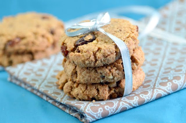 Wholesome Vegan Walnut Raisin Cookies | A Dash of Compassion