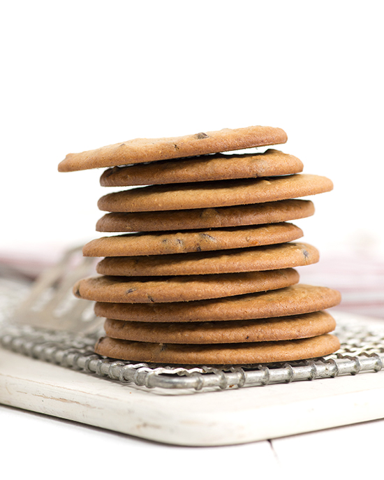 Flourless chocolate chip cookies (psst... they're made with lentils!) | A Dash of Compassion
